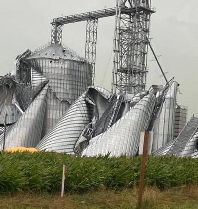 В США ураган разрушил зернохранилища